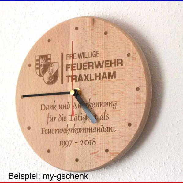 Wanduhr aus Holz Gravur Beispiel